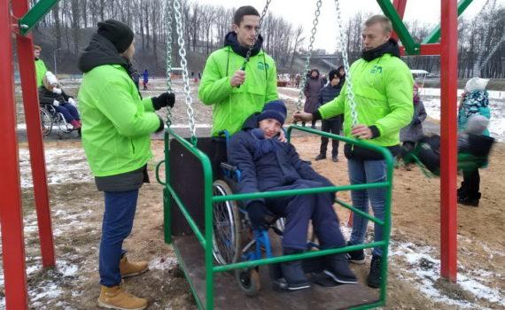 """Волонтеры на открытии инклюзивного парка  """"Радужный мир"""""""